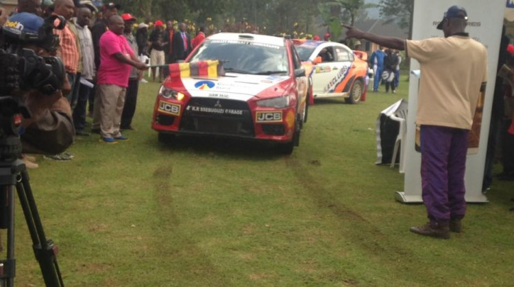 flag-off-mist-rally