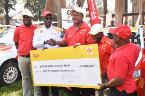 Arthur Blick receives the sh65m sponsorship from Shell V-Power. PHOTO BY Kinthan Images
